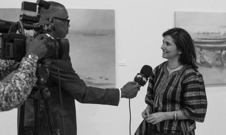 Irene López de Castro siendo entrevistada por la televisión nacional de Mali el día de la inauguración de la exposición en el Museo Nacional de Mali