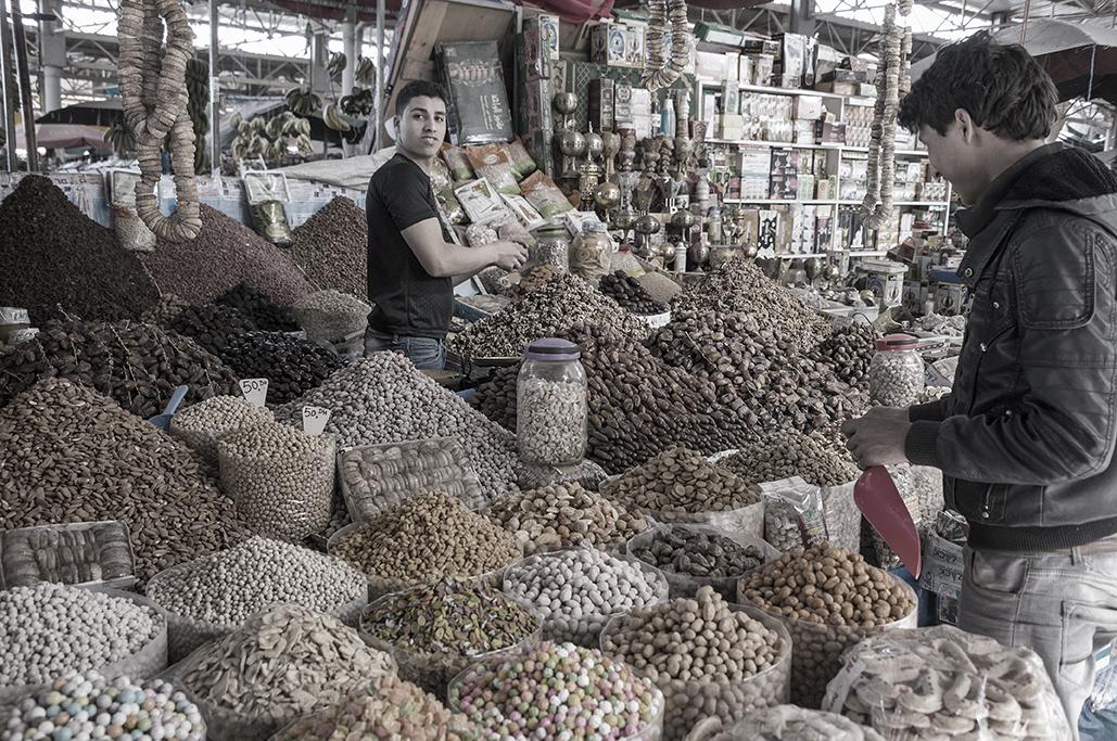 Puesto en el mercado de Agadir, Marruecos
