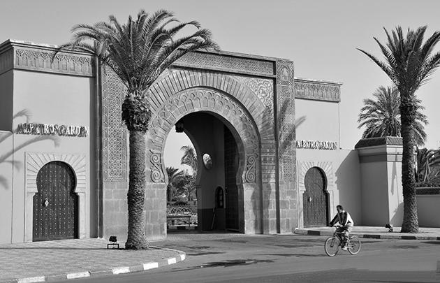 Puerta de entrada al Hotel Albatros