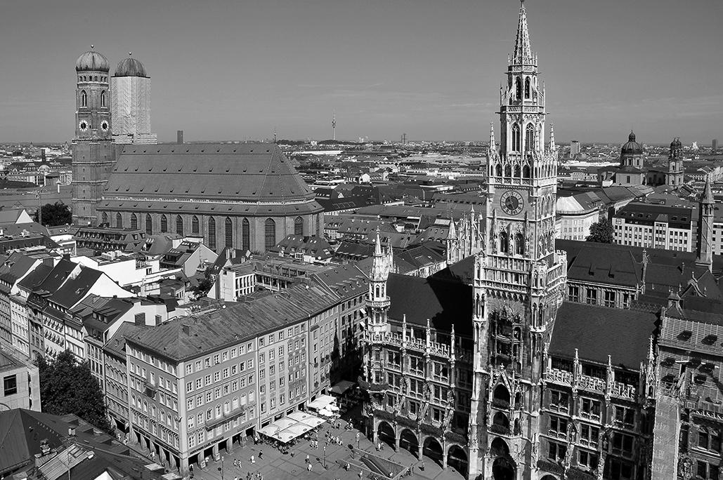 Vista del Ayuntamiento y parte de la ciudad de Munich, desde el campanario de la iglesia de San Pedro.