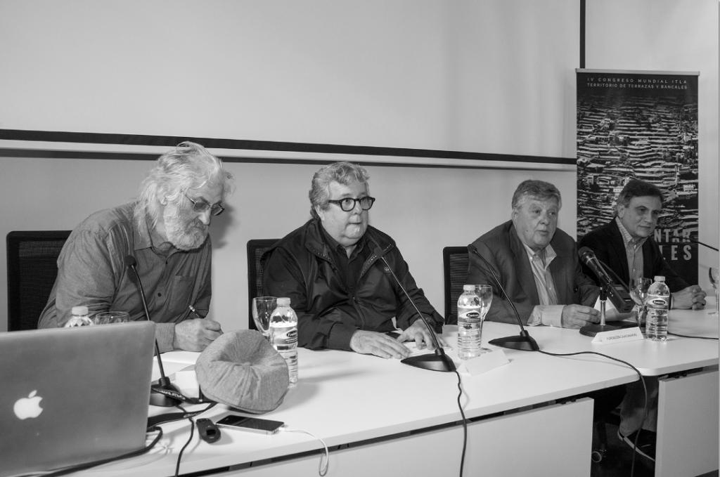 Presentación del Seminario Buen vivir, paisajes de bancales, a cargo de José Heriberto González, Alberto Delgado, Juan Manuel Palerm y Timmy Tillmann (dedcha a izq) FOTO: Salvador Aznar
