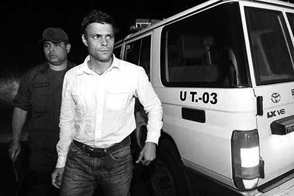 El líder opositor de la Mesa de Unidad, Leopoldo López, al momento de ser arrestado