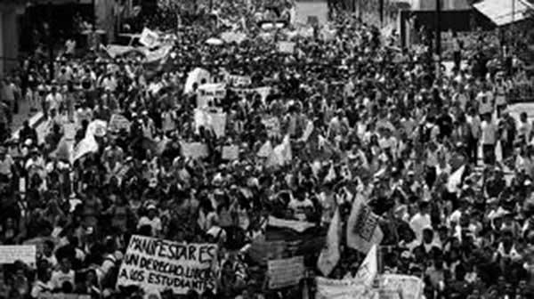 Marcha opositora en Caracas contra el presidente Maduro