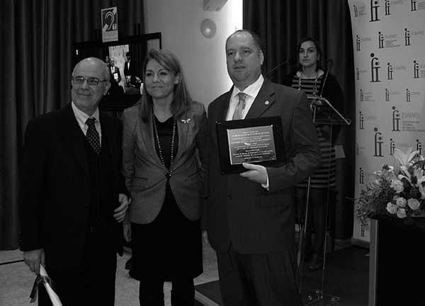 El doctor José Juan Barajas, la secretaria de Estado Susana Camarero y el psicólogo Franz Zenker, el jueves 20 de marzo, tras recibir el galardón. / Canarias3puntocero