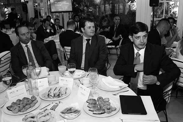 El consejero canario de Economía, en su intervención, en el Club Oliver. / APD