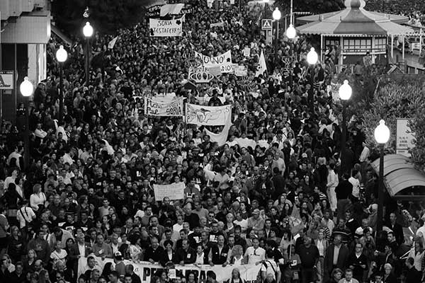 Manifestación masiva y reciente contra la aventura del petróleo en Canarias, en la capital tinerfeña. / paulinorivero.com