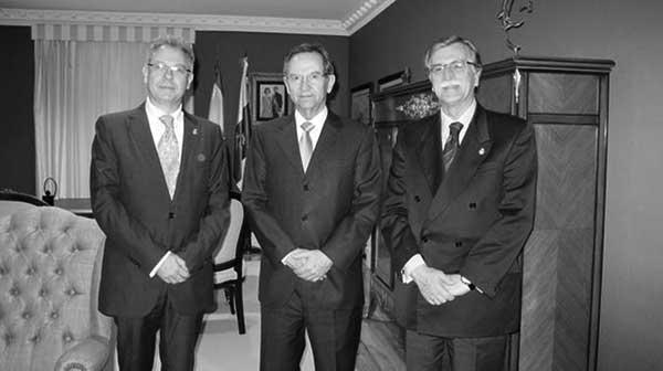 Jorge Domínguez, Antonio Castro y Andrés de Souza, en la Cámara regional. / PARLAMENTO DE CANARIAS