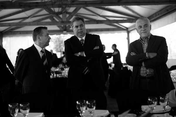 Henry Sicilia (centro), con Paulino Rivero y el consejero de Agricultura, Juan Ramón Hernández (derecha). / CANARIAS3PUNTOCERO
