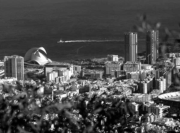 Vista aérea de la capital tinerfeña. / WIKIPEDIA