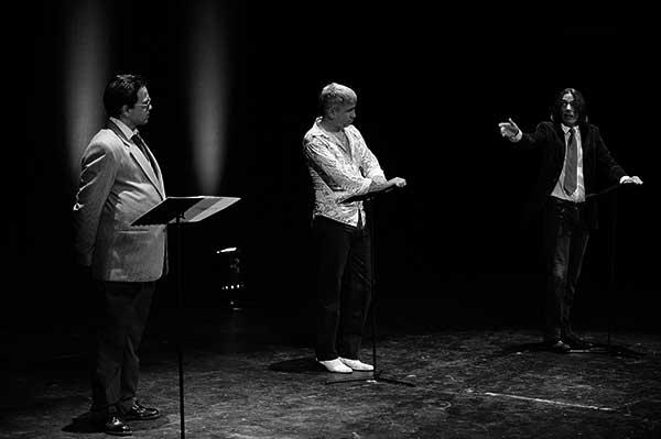 La compañía teatral, en plena acción. / CANARIAS3PUNTOCERO