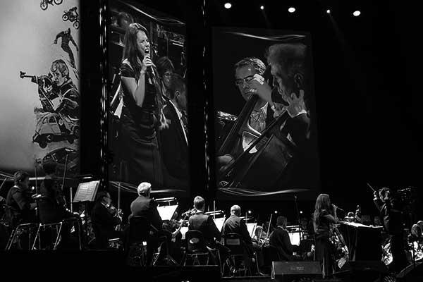 Diego Navarro y Lorena García, el viernes pasado durante el concierto en Cracovia. / César Martín