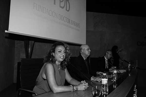 La consejera insular Cristina Valido, el doctor Barajas y el periodista Carmelo Rivero, ayer en CajaCanarias. / PEPE TORRES