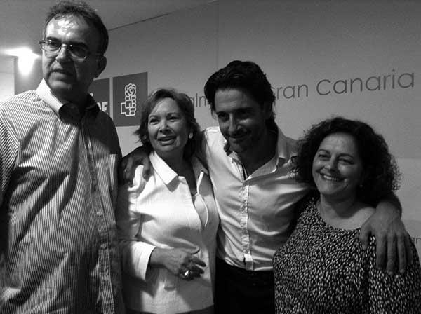 Francisca Luengo, junto a Gustavo Matos (entre las dos mujeres). / CANARIAS3PUNTOCERO