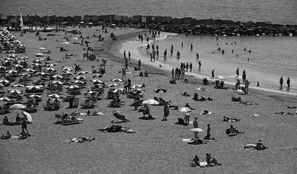Playa de Las Vistas, en el sur de Tenerife. / CANARIAS3PUNTOCERO