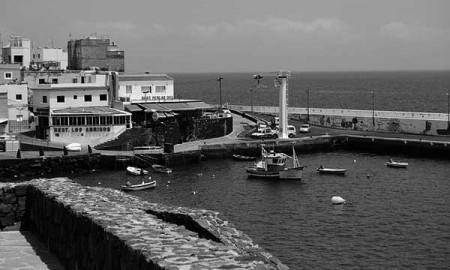 Embarcaciones extractivas en el muelle de Los Abrigos. / WIKIPEDIA