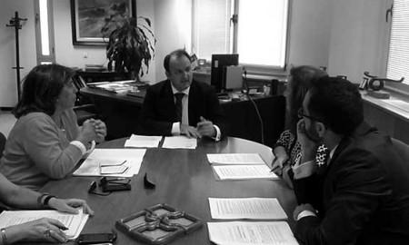 Imagen de la reunión celebrada ayer en Turismo, con asistencia del viceconsejero. / CANARIAS3PUNTOCERO