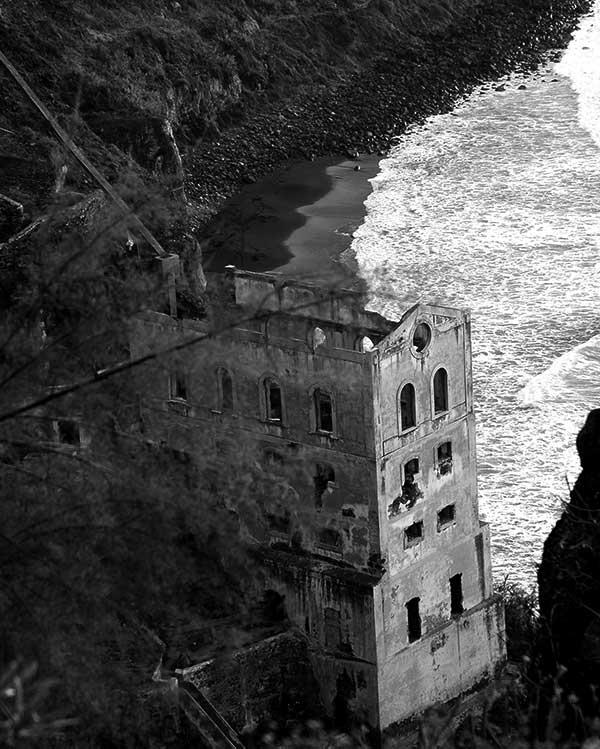 Vista de la playa de La Fajana, en Los Realejos. En portada, Rambla de Castro, en la misma localidad. / ISIDRO FELIPE ACOSTA