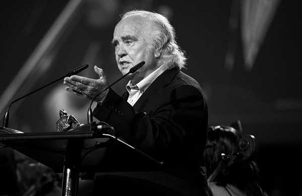 Entrega de la distinción a Antón García Abril, el año pasado. / FIMUCITÉ