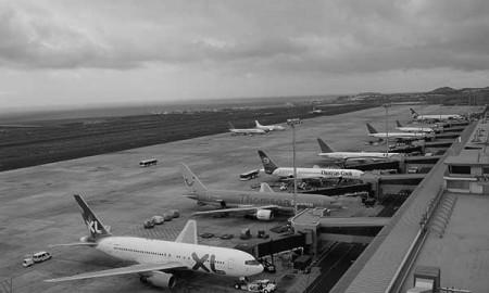 Vista de archivo del aeropuerto Reina Sofía, en el sur de Tenerife. / CANARIAS3PUNTOCERO