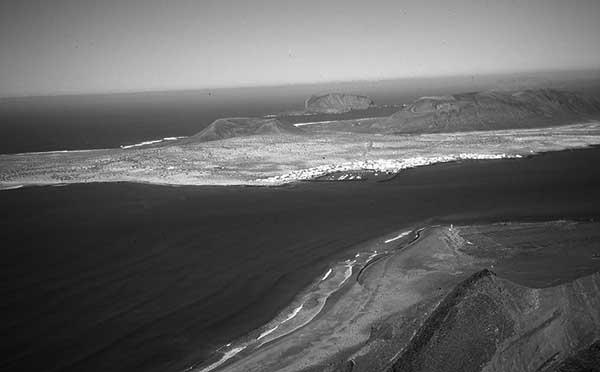 La Graciosa, vista desde el Risco de Famara. / CANARIAS3PUNTOCERO