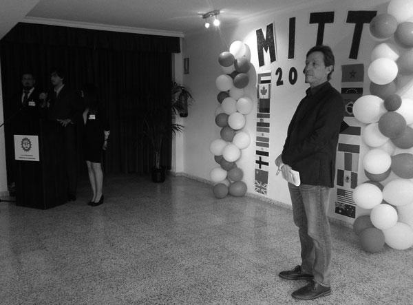 Julián Fariña (derecha), director del centro educativo, en la inauguración de ayer.
