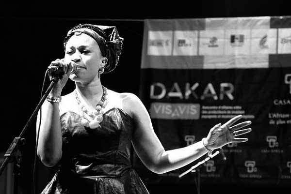 La vocalista senegalesa Aida Samb.