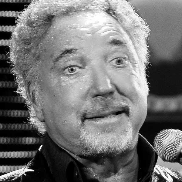 La cara de Tom Jones cuando le explican lo de las rayas de Güimar.