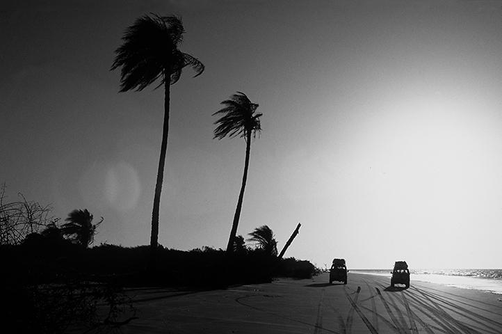 Circulando en vehículos 4x4 por las playas de Casamance